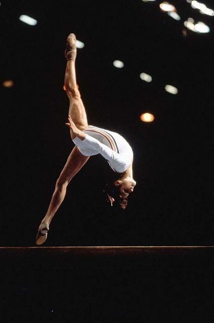 Nadia Comaneci, primera en obtener un 10 perfecto en las Olimpiadas